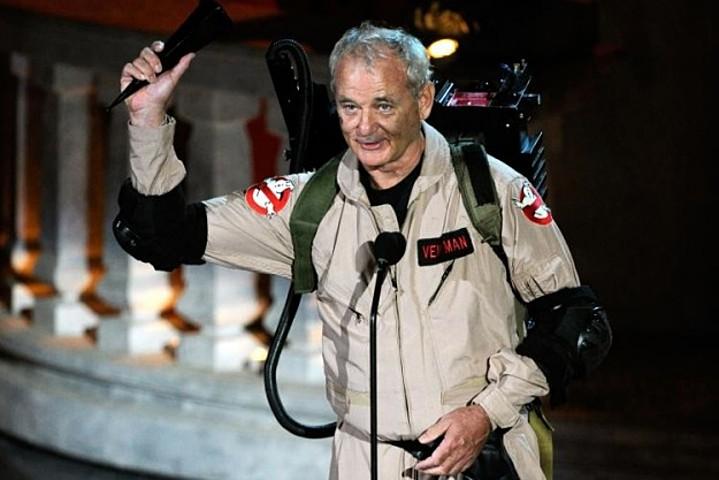 Фото Билла Мюррея с вручения премии Scream многие в интернете принимали за кадры из будущей третьей части. На самом деле он не собирался в ней сниматься