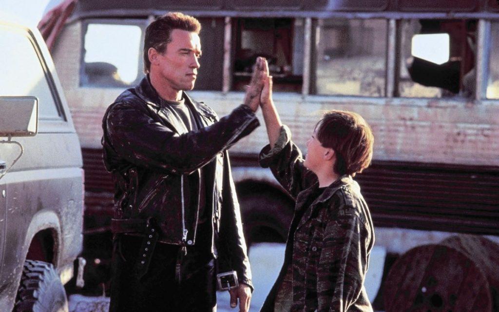 Во время съемок Шварценеггер взял шефство над Ферлонгом, и их отношения в фильме во многом напоминали настоящие
