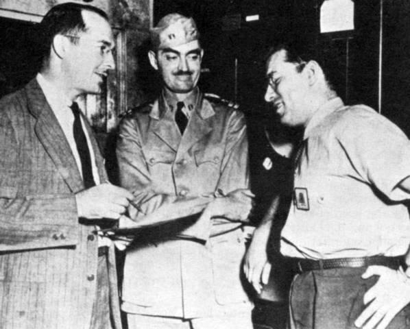 Хайнлайн, Де Камп и Азимов на заводе (снимок 1944 года).