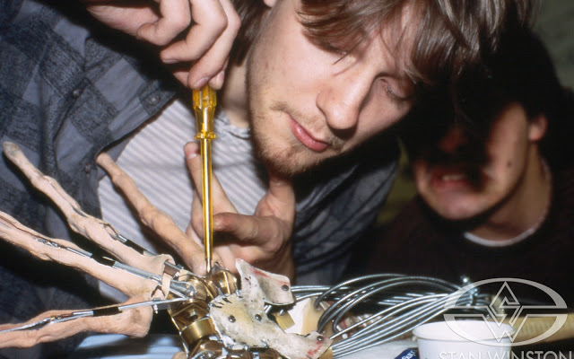 Stephen Norrington works on the cable-controlled facehugger mechanism.
