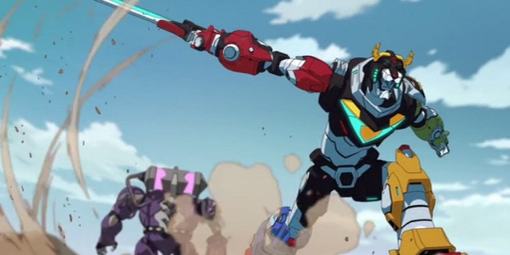 Voltron-Destroys-the-Gladiator-with-Sword[1]