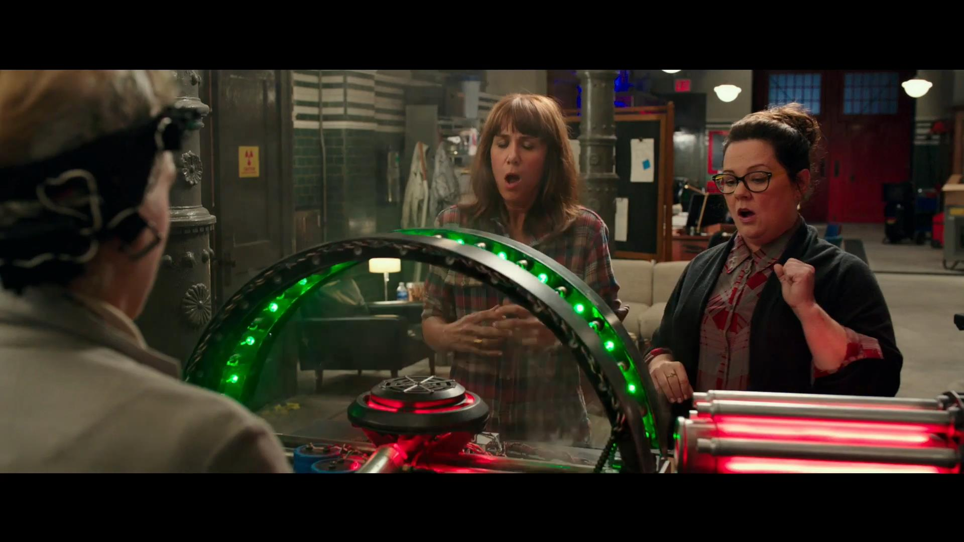 ghostbusters-official-trailer-hd-youtube-mp4_snapshot_01-02_2016-03-03_19-43-26