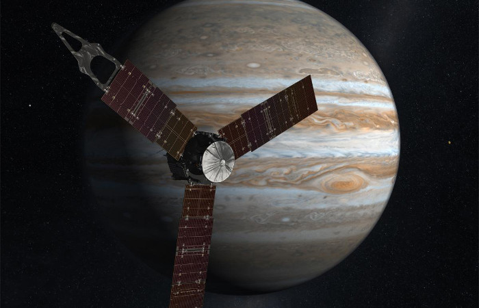 epa05408084 An undated handout image made available on 04 July 2016 by the National Aeronautics and Space Administration (NASA) shows an artist's rendering of NASA's Juno spacecraft making one of its close passes over Jupiter. NASA's solar-powered Juno spacecraft will perform a suspenseful orbit insertion maneuver as it arrives to Jupiter after its five-year journey, late 04 July 2016, according to NASA. The maneuver will slow down the spacecraft to around 542 meters per second in order to enter into Jupiter's orbit. When in orbit, Juno will orbit Jupiter 37 times within 20 months. Juno will be the first spacecraft to orbit the poles of Jupiter. The Juno mission launched on 05 August 2011 to Jupiter to collect data on the planetary core, map the magnetic field, and measure the amount of water and ammonia in the atmosphere.  EPA/NASA/HANDOUT  HANDOUT EDITORIAL USE ONLY