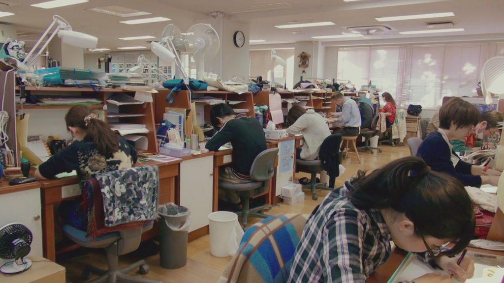 Старомодная Ghibli — одна из последних студий, где всё ещё рисуют карандашами, а компьютеров совсем мало