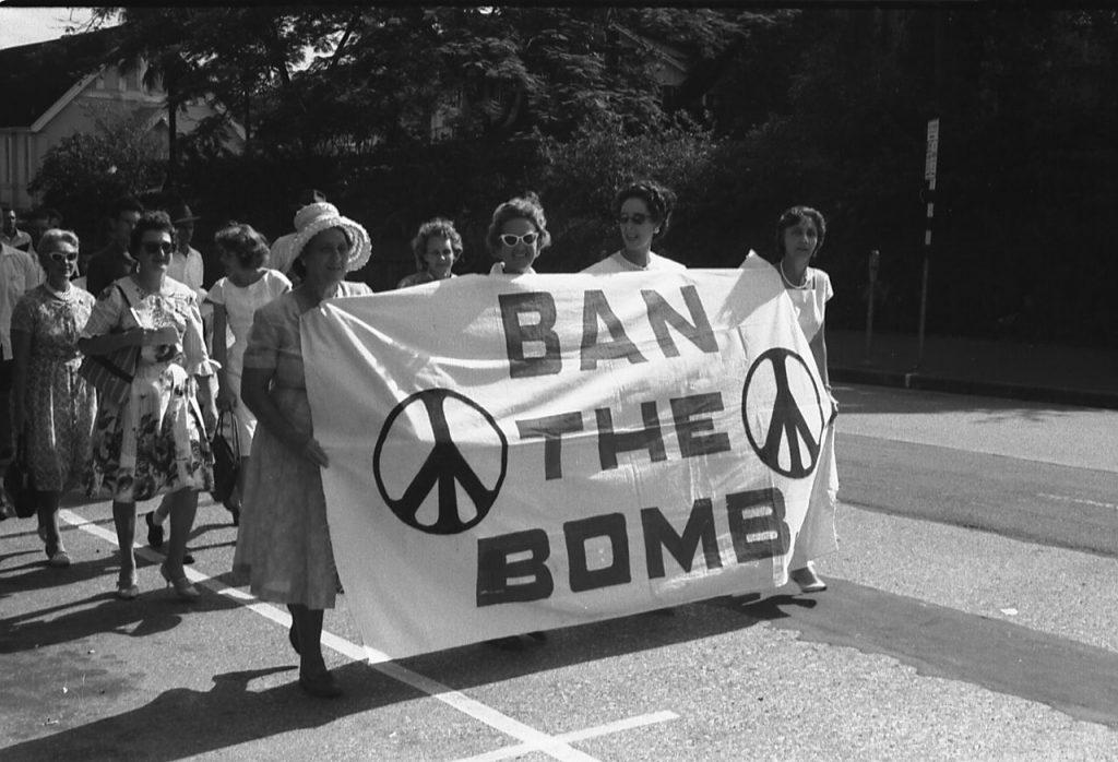 Движение за ядерное разоружение начало набирать силу в конце пятидесятых