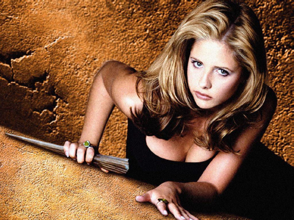 Баффи, истребительница вампиров, в своё время сломала стереотип о девушках в ужастиках как о вечных жертвах