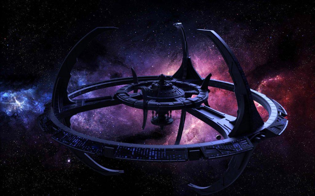 Однажды рядом со станцией «Глубокий космос 9» раскрылась червоточина. И все заверте…