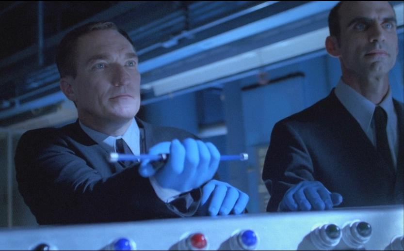 Своим ранним дебютом «синие перчатки» обязаны руководству Fox