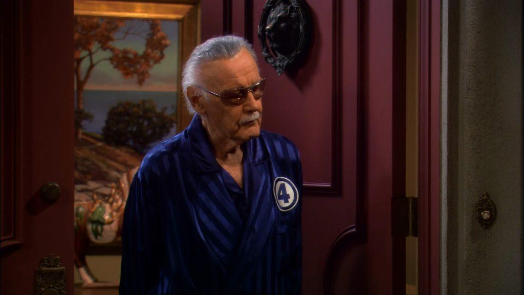 Наряжать Стэна в халат с эмблемой DC создатели не решились. А было бы забавно