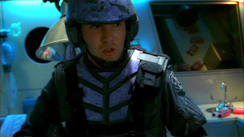 Шлемы ибронежилеты солдатам Альянса достались иззапасников фильма «Звёздный десант» Пола Верховена