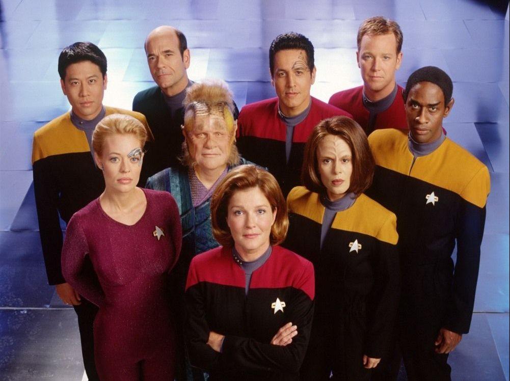 Несмотря на общего прародителя, сериал про «Вояджер» был ответвлением скорее «Глубокого космоса 9», нежели «Следующего поколения»
