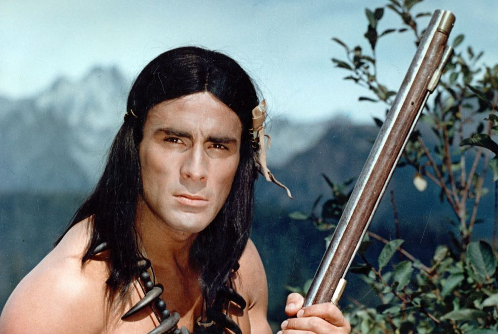 Индейцы не читали приключенческих романов и не знали, что их стрелы поражают белку в глаз с 350 метров. Поэтому при первой возможности меняли лук на кремнёвое ружьё