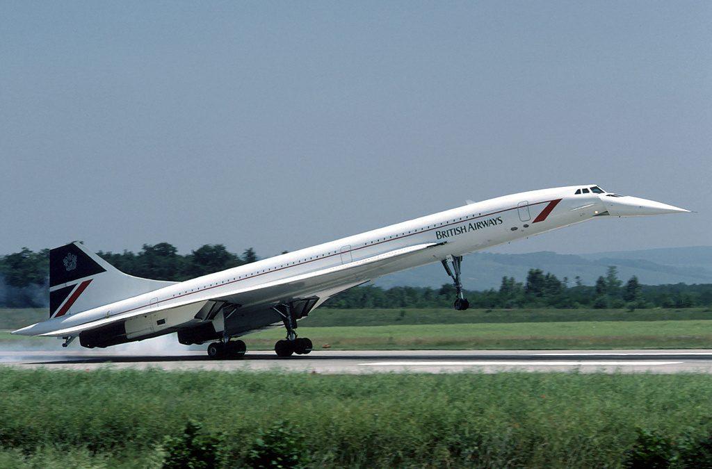 Сверхзвуковые авиалайнеры «Конкорд» и Ту-144 — яркая иллюстрация «ограниченности» прогресса. Летать быстрее 800-900 км/ч пассажирскому самолёту просто нет смысла (и слишком дорого), и их вывели из эксплуатации