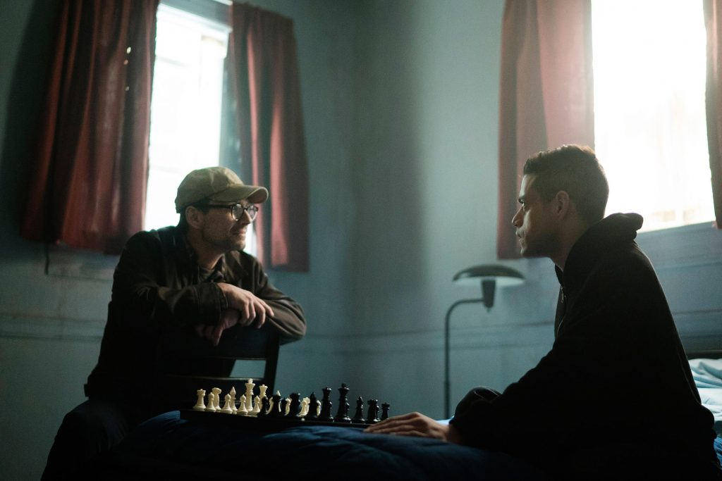 Мистер Робот (Кристиан Слэйтер) совсем отбился от рук и вплотную приблизился к статусу антагониста