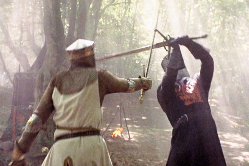 Выражение «скрестить клинки» появилось относительно недавно. ВСредние века отражение удара мечом, анещитом считалось опасным (клинок мог сломаться) ибессмысленным занятием. Приёмы фехтования, позволяющие, парировав выпад, немедленно перехватить инициативу, появились лишь вНовое время