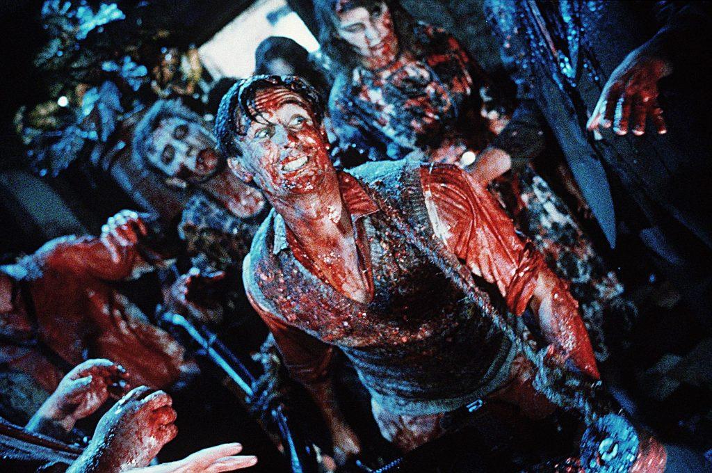 Для проката в США Джексону пришлось вырезать самые вызывающие сцены. Именно в Америке «Мёртвые мозги» превратились в Dead Alive, то есть «Живую мертвечину»