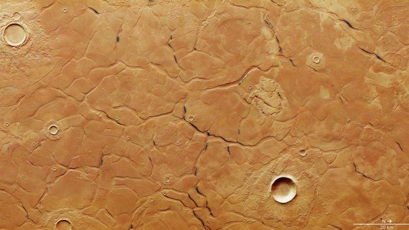 Учёные обнаружили толщи подземного льда на Марсе. Он поможет выжить колонистам 2