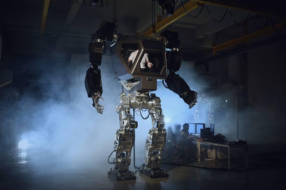 В Южной Корее разработали прототип гигантского робота, управляемого человеком