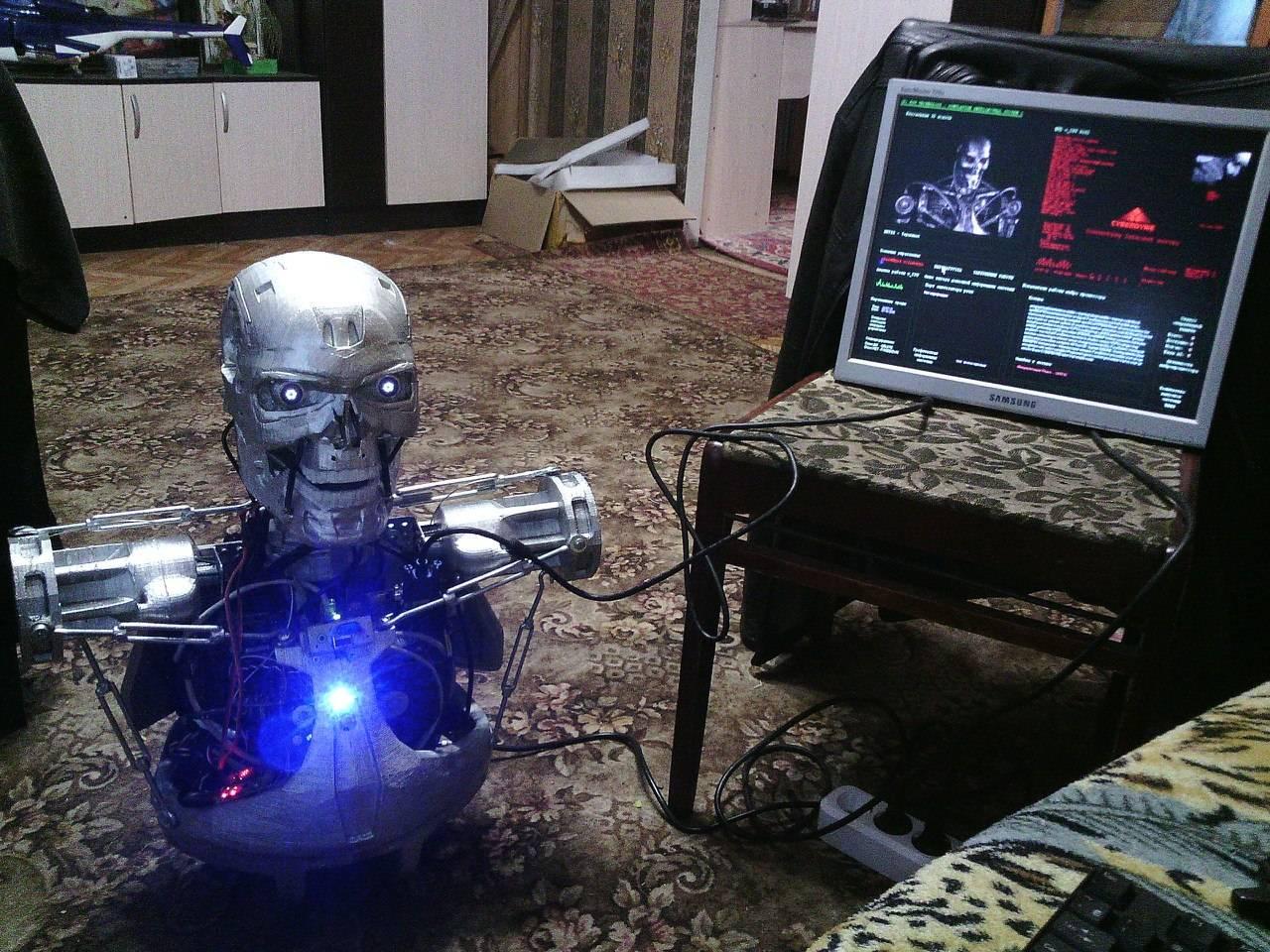 Инженер из Перми построил говорящего «Терминатора»