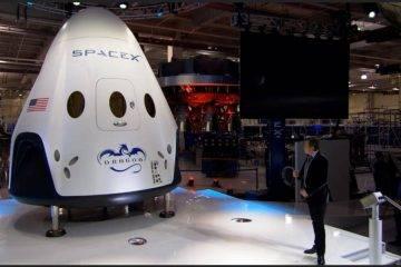 SpaceX отправит двух туристов на орбиту Луны в 2018 году