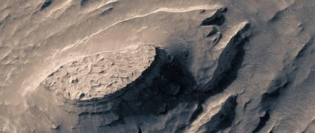 «Вымышленный полет над реальным Марсом»