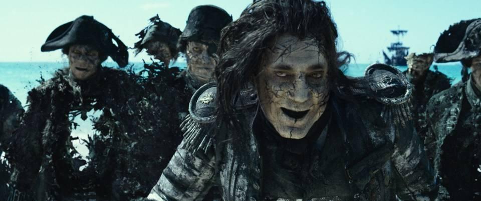 Что означает сцена после титров в фильме «Пираты Карибского моря: Мертвецы не рассказывают сказки»?