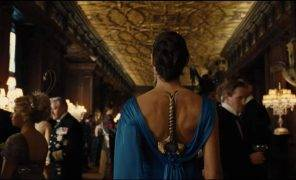 Вот почему не стоит прятать меч в платье как Чудо-женщина