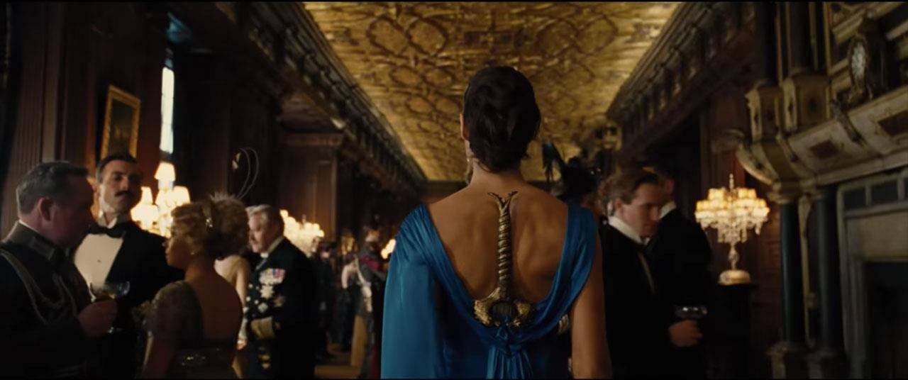 Фото: вот почему не стоит прятать меч в платье как Чудо-женщина 1
