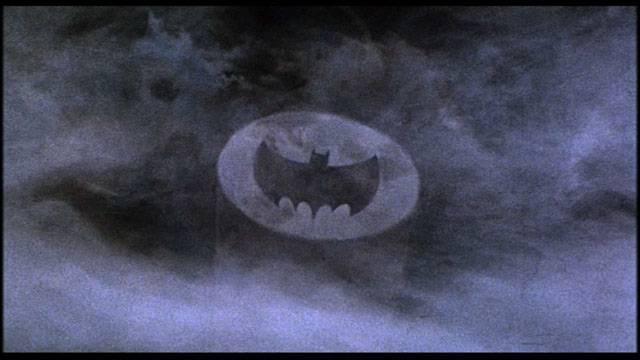 В честь Адама Уэста в Лос-Анджелесе установят памятник в виде Бэт-сигнала
