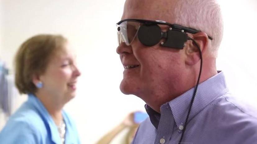 Российские учёные впервые вживили киберсетчатку слепому пациенту