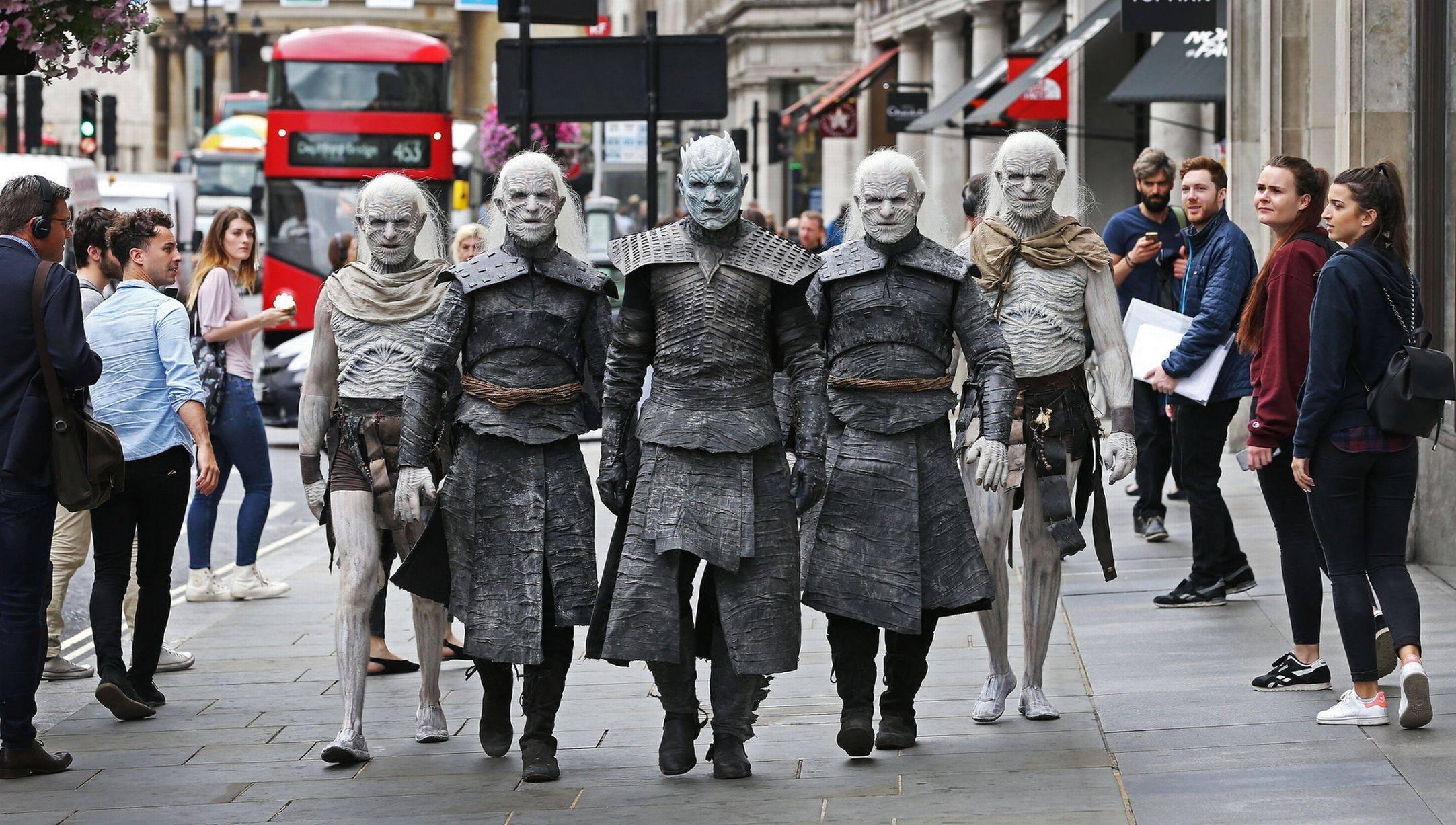 Фото: Белые ходоки из «Игры престолов» прошлись по Лондону 1