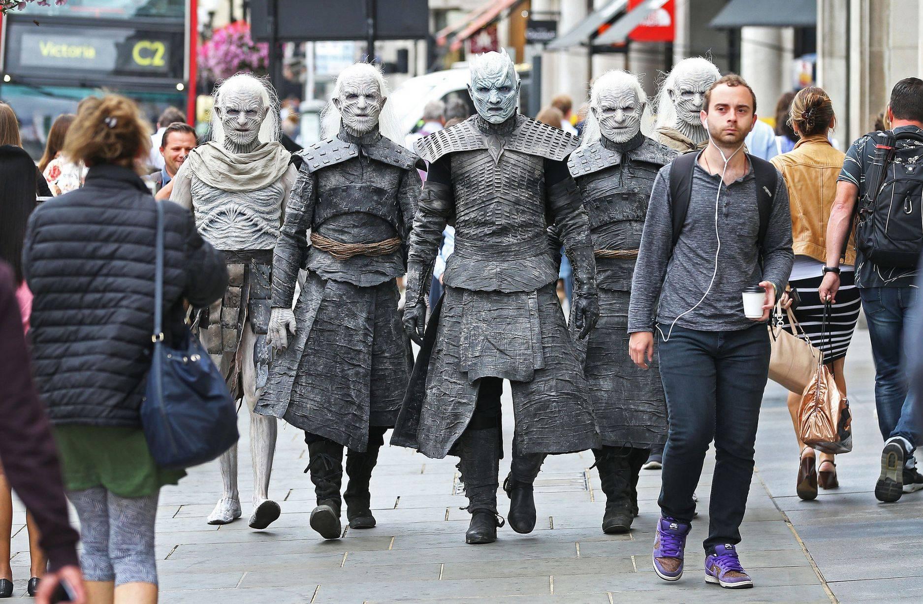 Фото: Белые ходоки из «Игры престолов» прошлись по Лондону 2