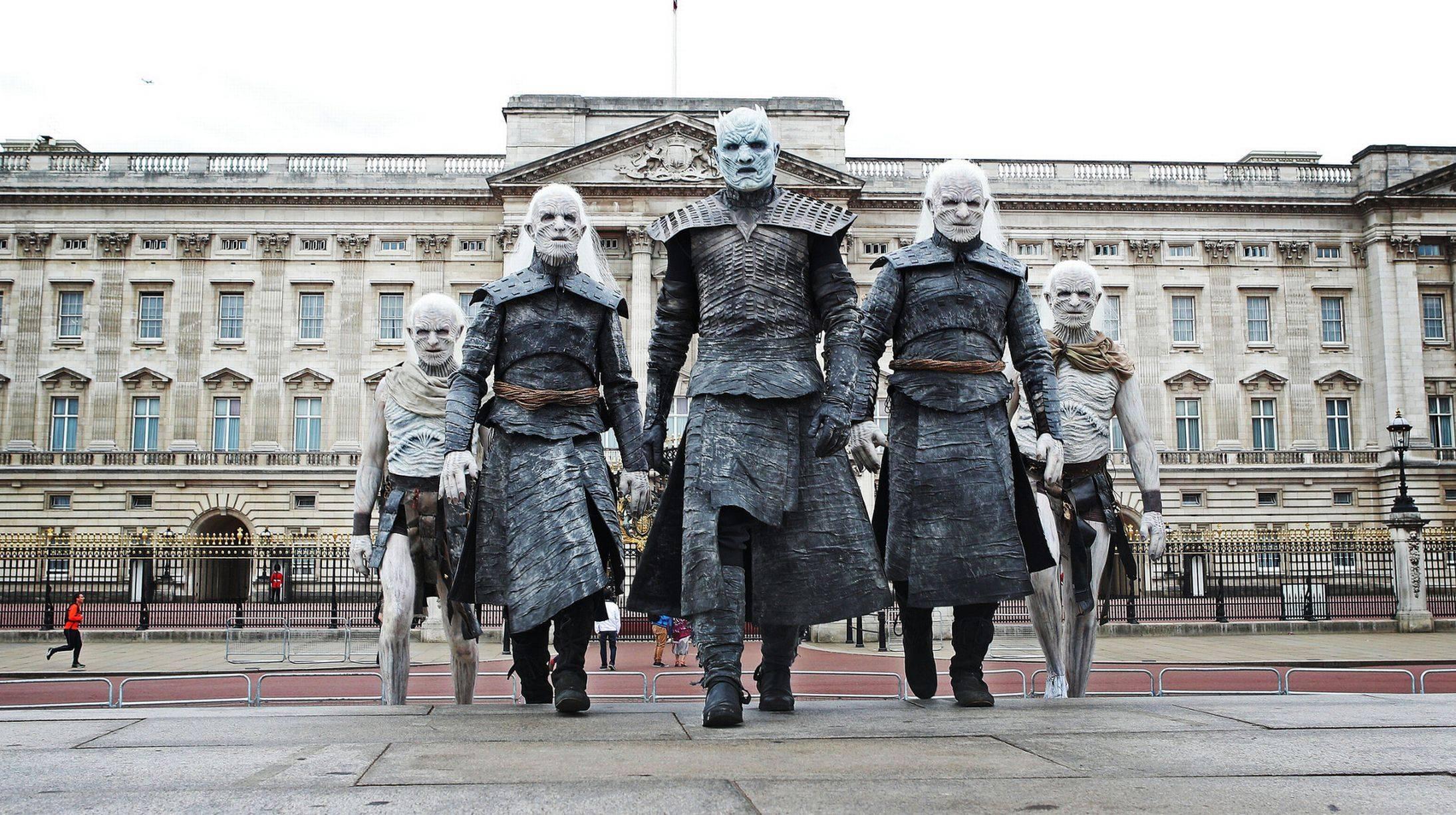 Фото: Белые ходоки из «Игры престолов» прошлись по Лондону 3
