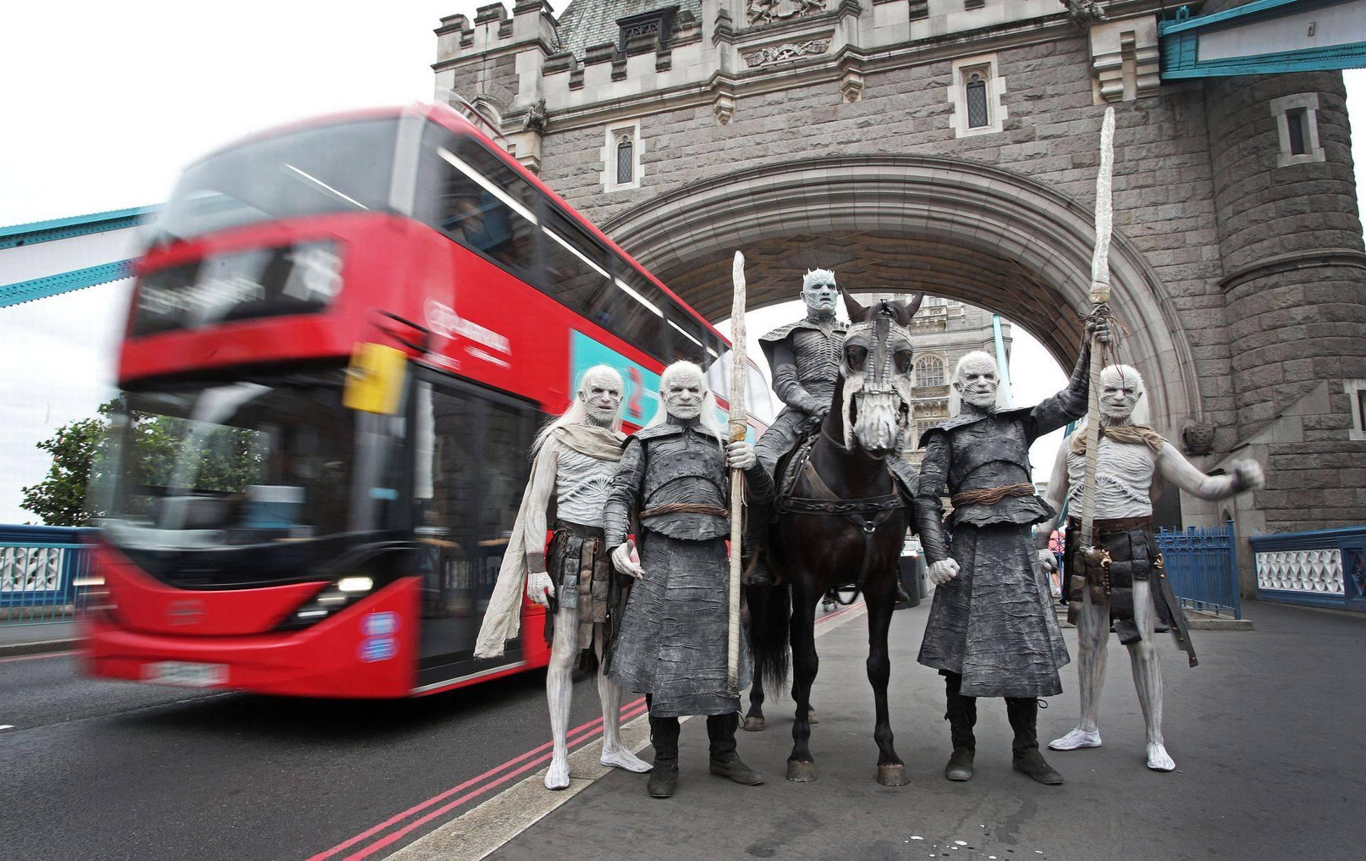 Фото: Белые ходоки из «Игры престолов» прошлись по Лондону 4