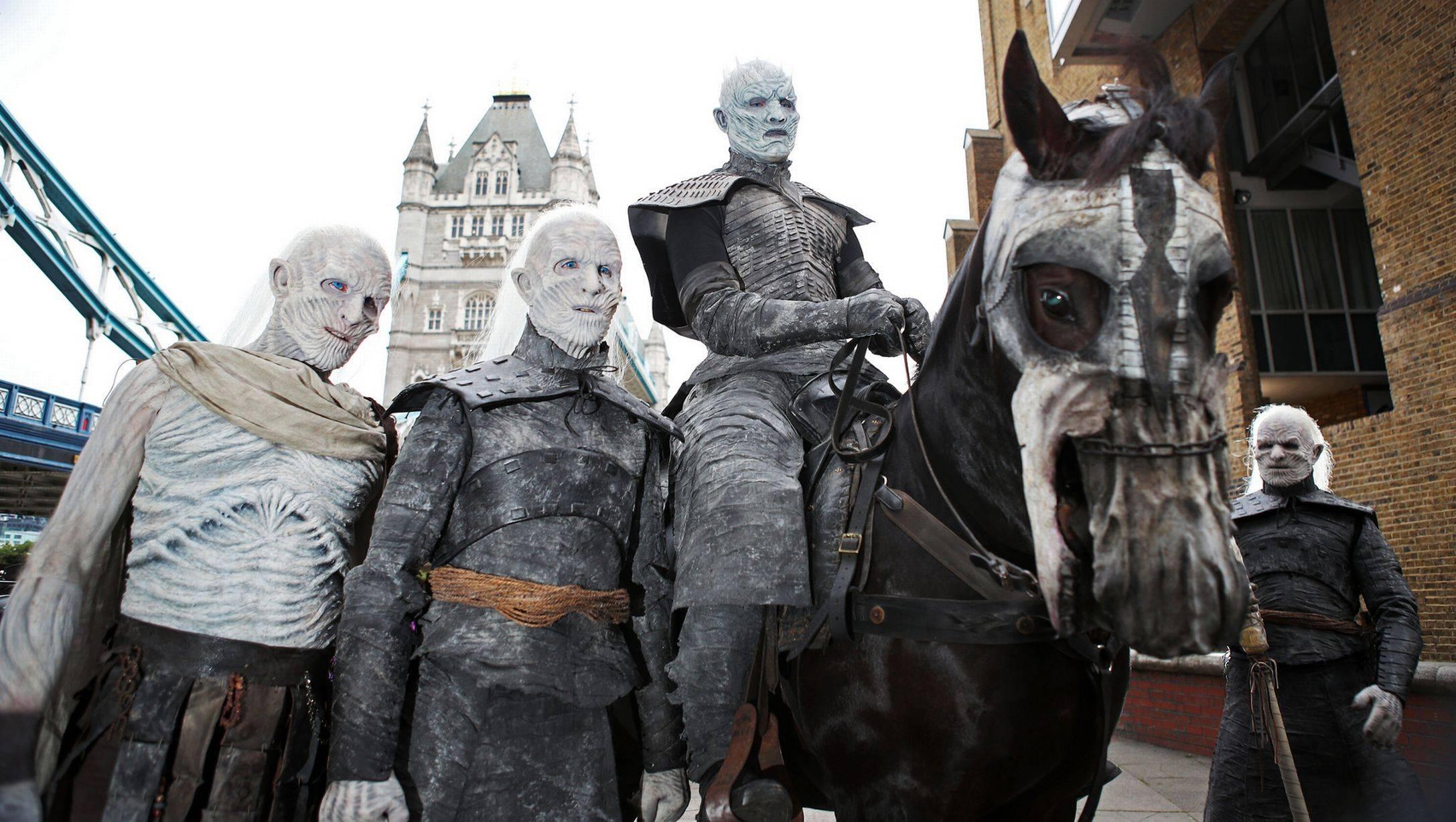 Фото: Белые ходоки из «Игры престолов» прошлись по Лондону 5