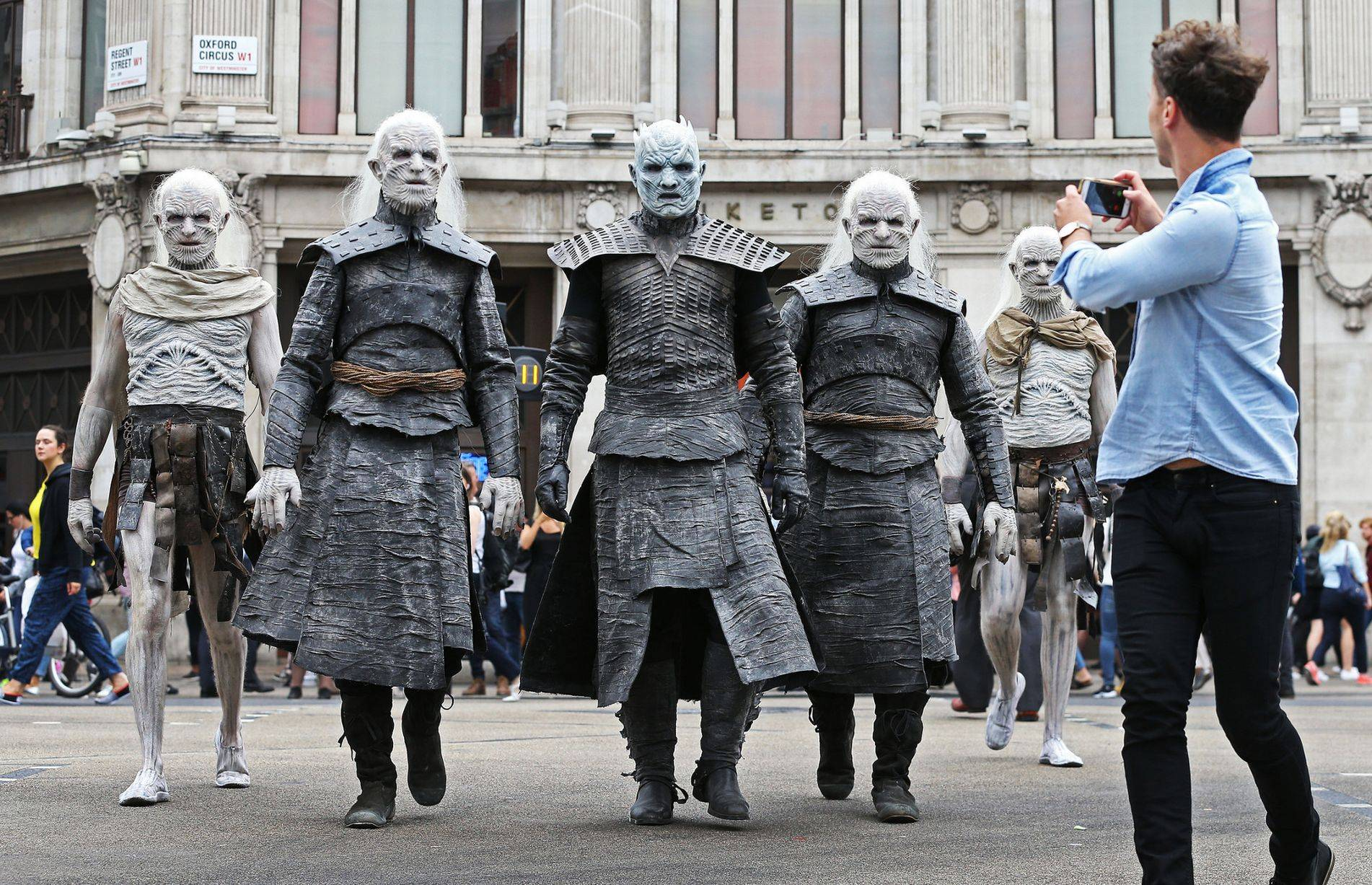 Фото: Белые ходоки из «Игры престолов» прошлись по Лондону 6