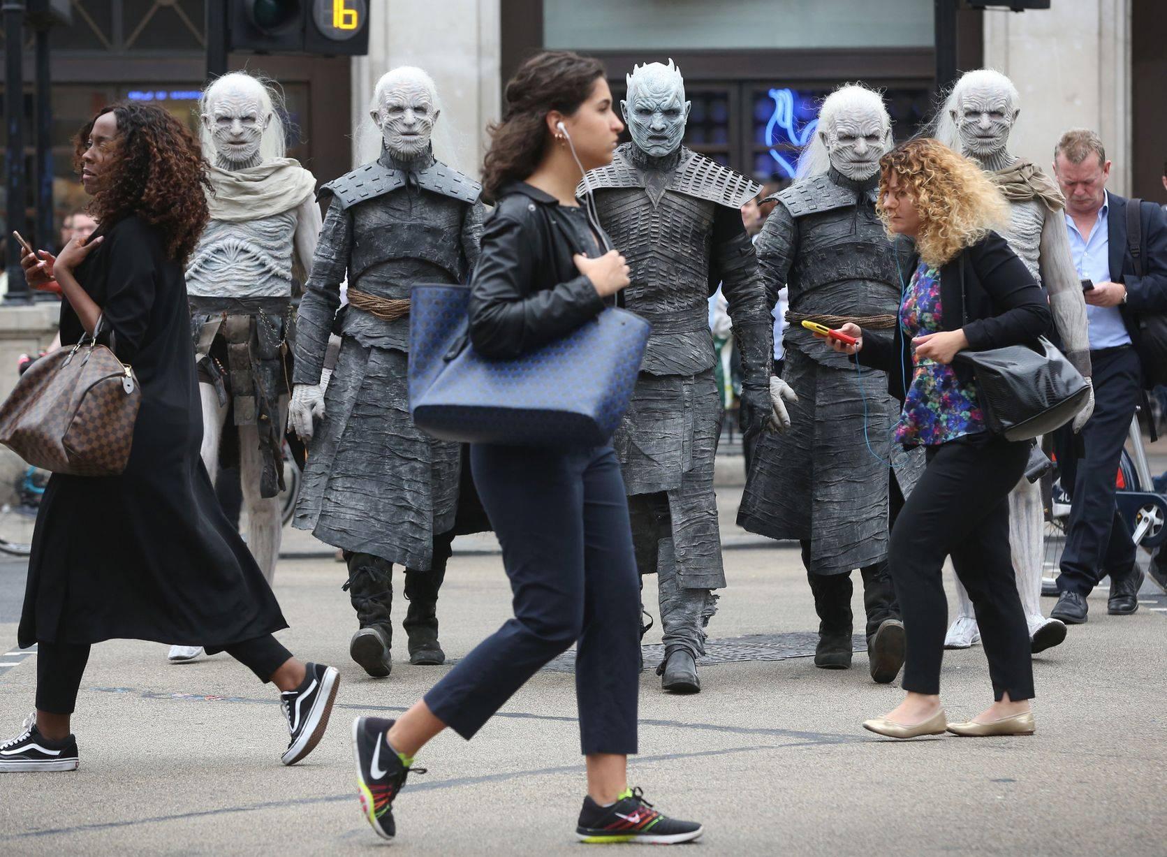 Фото: Белые ходоки из «Игры престолов» прошлись по Лондону 7
