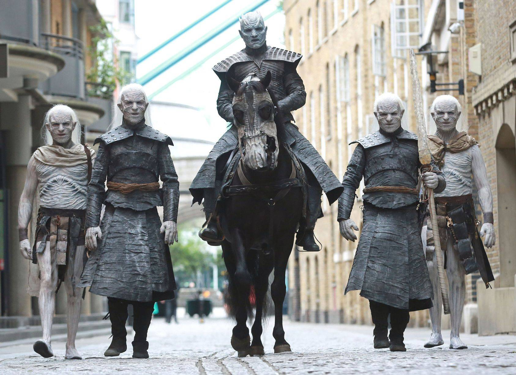 Фото: Белые ходоки из «Игры престолов» прошлись по Лондону 8