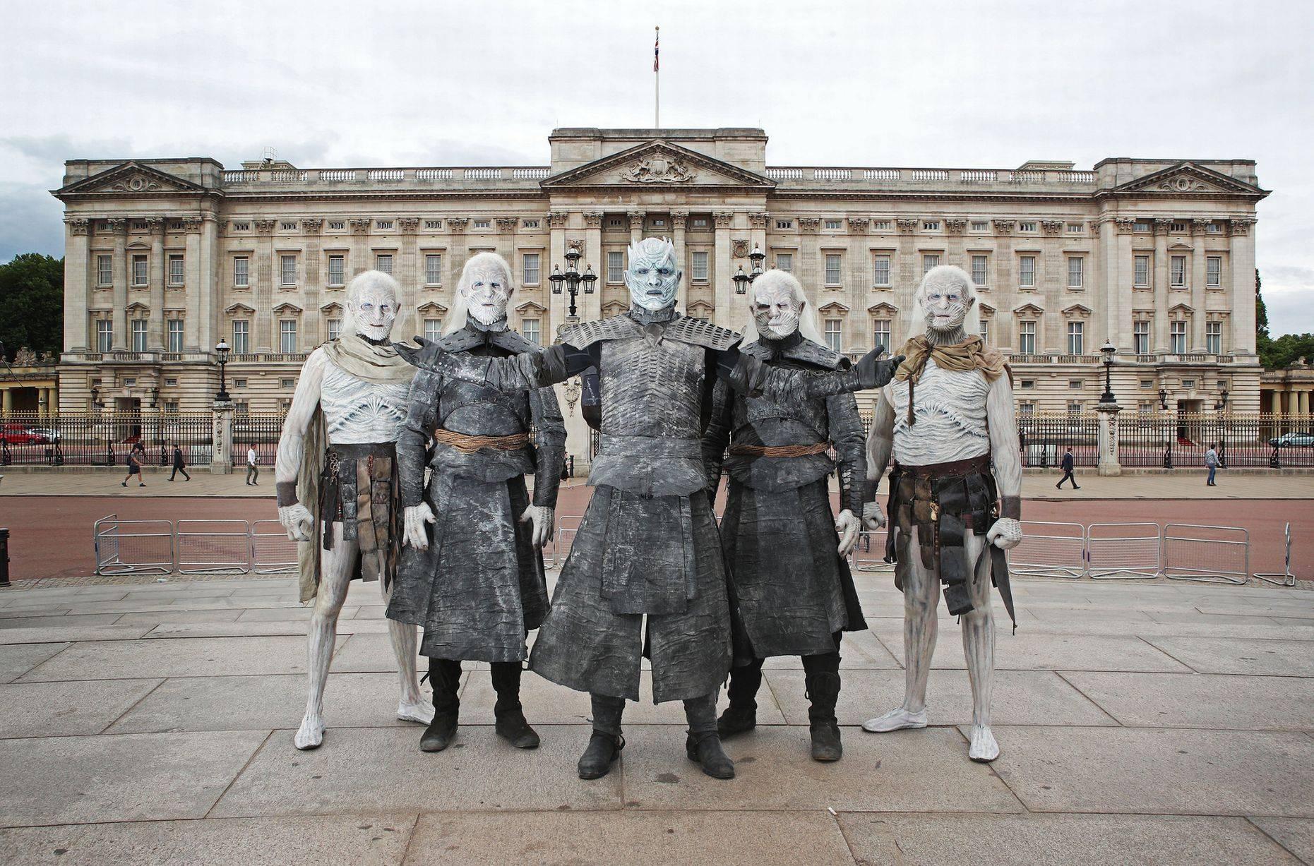 Фото: Белые ходоки из «Игры престолов» прошлись по Лондону 10