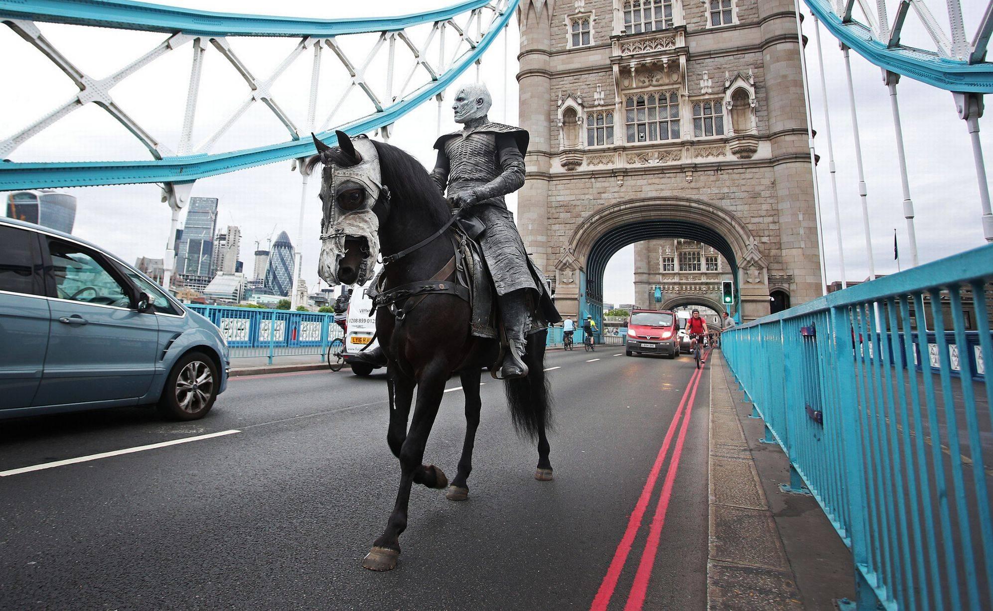 Фото: Белые ходоки из «Игры престолов» прошлись по Лондону 11