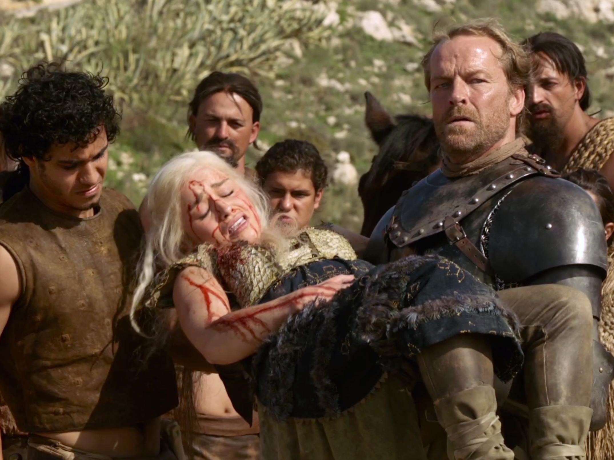 Как умрёт Дейенерис Таргариен? Новая фанатская теория предсказывает гибель героев