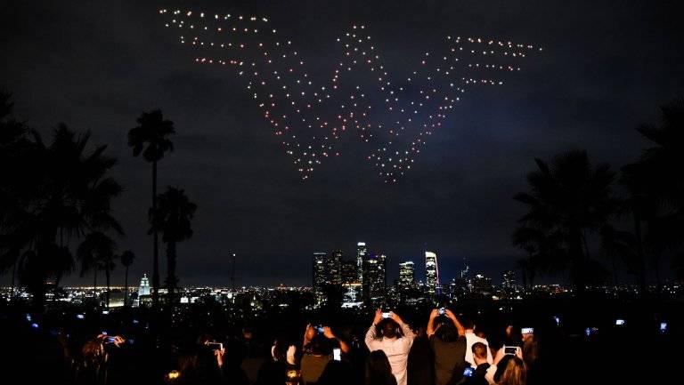В Лос-Анджелесе устроили световое шоу в честь выхода «Чудо-Женщины» на Blu-Ray