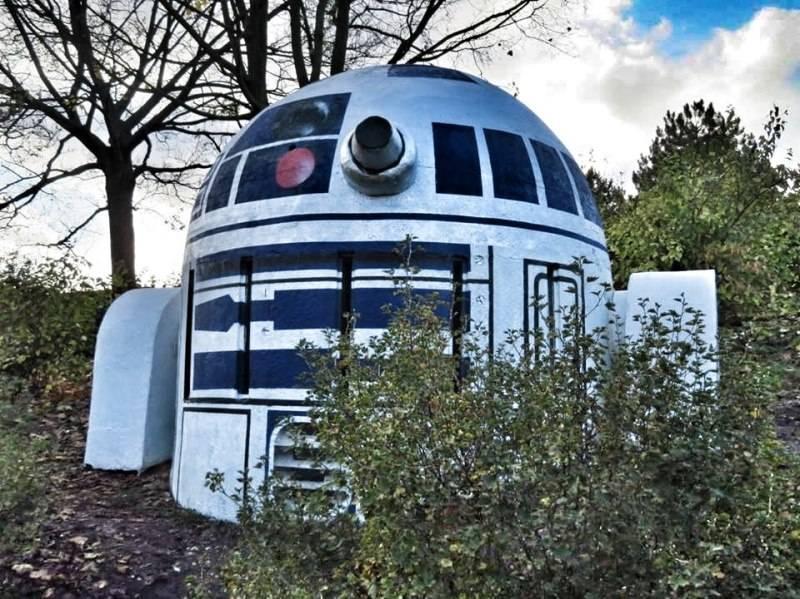 Фото: R2-D2 в пражском парке Фолиманка 3