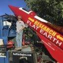 Сторонник теории плоской Земли отправится в небо на собственной ракете
