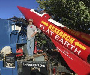 Сторонник теории плоской Земли отправится на собственной ракете в космос