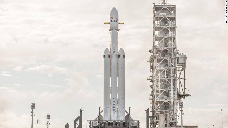 Илон Маск объявил дату запуска Falcon Heavy, одной из мощнейших ракет в мире