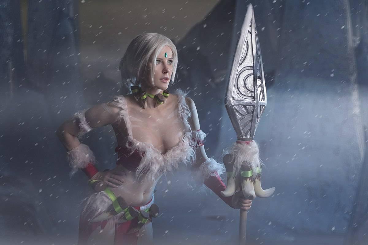Косплей: снежный кролик Нидали из League of Legends 5