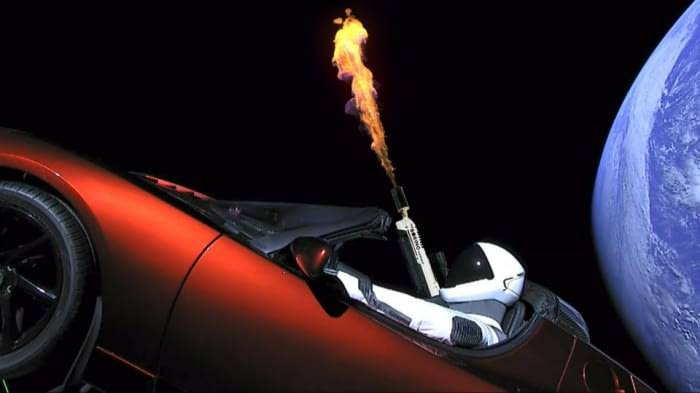 SpaceX успешно запустила Falcon Heavy. Теперь в космосе летает электромобиль Tesla 3
