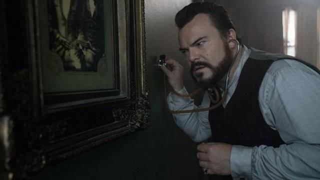 Посмотрите трейлер пугающей сказки «Дом с часами на стене»