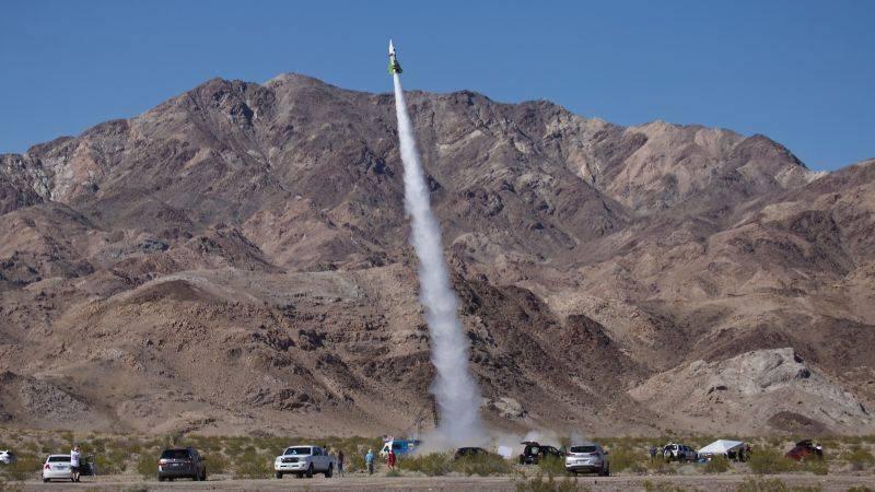 Американский инженер-самоучка взлетел в небо, чтобы доказать теорию плоской Земли